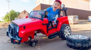 Funny kid Artur pretend play auto mechanic Video for children by MelliArt 300x165 - Funny kid Artur pretend play auto mechanic / Video for children by MelliArt