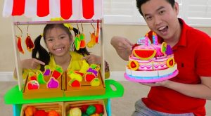 Wendy Pretend Play w Fruits Veggies amp BIRTHDAY CAKE Food Toys at Grocery Store 300x165 - Wendy Pretend Play w/ Fruits Veggies & BIRTHDAY CAKE Food Toys at Grocery Store